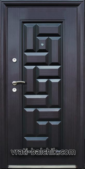 Блиндирана входна врата модел 602
